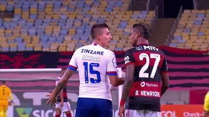 Bruno Henrique discute com Ramirez, aos 20 do 2º