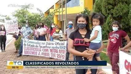 Classificados no concurso de Porto Nacional fazem manifestação exigindo a posse