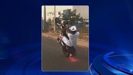 Polícia investiga motociclistas que exibem manobras perigosas nas redes sociais
