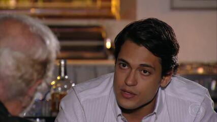 Hélio fornece informações sobre Samuel para que seu plano seja realizado