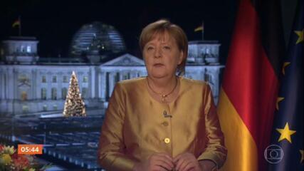 Angela Merkel diz que 2020 foi 'o mais difícil dos 15 anos em que comandou o país'