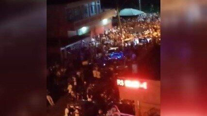 'Pancadão de Ano Novo' reuniu centenas de pessoas na orla de Mongaguá, SP