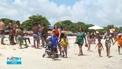 Itamaracá tem praias lotadas e pessoas sem máscara