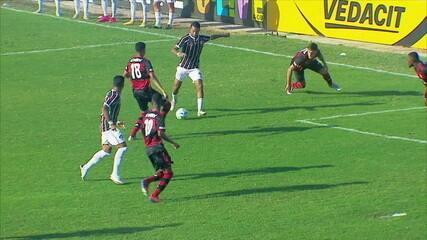 Gol do Fluminense! Wallace recebe na área, dribla o marcador e faz um golaço nas Laranjeiras, aos 38' do 2T