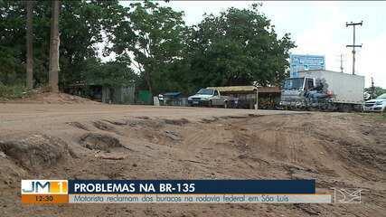 Motorista reclamam dos buracos na rodovia federal em São Luís