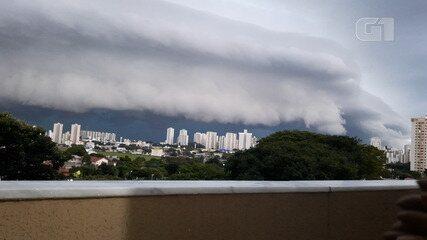 Vídeo mostra formação de nuvens durante temporal em São José