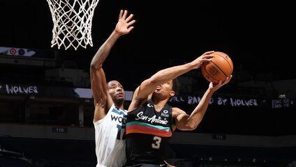 Top 10: as melhores jogadas de domingo na NBA