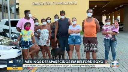 Parentes das crianças desaparecidas em Belford Roxo desconfiam de vizinho e levam o homem para delegacia