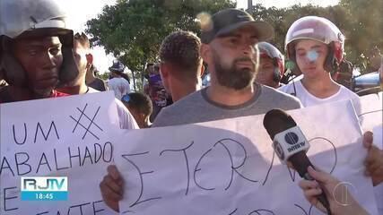 Moradores de São Pedro da Aldeia acusam polícia de matar motoboy entre o Vinhateiro e Porto do Carro