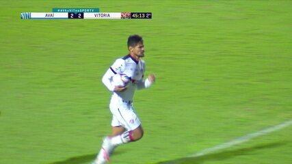 Gol do Vitória! Alisson Farias cruza, e Léo Ceará cabeceia, aos 45 do 2ºT