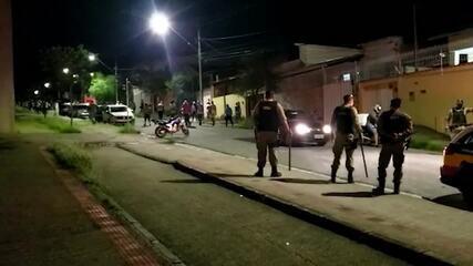 Longe de ônibus, torcedores do Cruzeiro protestam após nova derrota na Série B