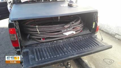 Quatro pessoas foram presas furtando 400 kg de fios de cobre em Vitória