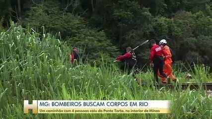 Bombeiros buscam corpos de vítimas que caíram em Rio na cidade de João Monlevade (MG)