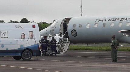 Pacientes com Covid embarcam na Base Aérea em Manaus