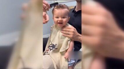 Vídeo de bebê de Bauru cortando o cabelo tem mais de 35 milhões de visualizações