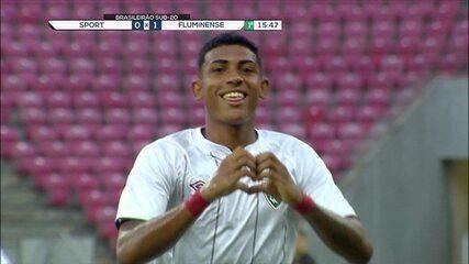 Veja lances de John Kennedy, da base do Fluminense