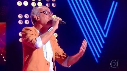 Geraldo Maia canta 'Estrada de Canindé' no palco do The Voice Mais