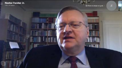 O embaixador brasileiro nos EUA, Nestor Forster, dá entrevista à jornalista Júlia Dualib no programa Em Ponto, da Globo News