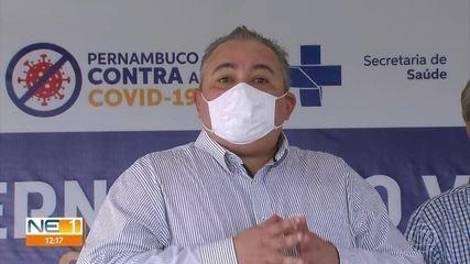 Secretário diz que todos que trabalham em unidades dedicadas à Covid devem ser vacinados