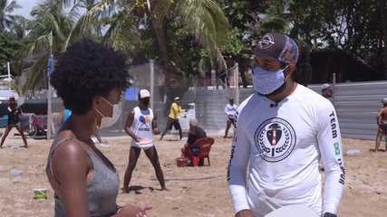 Grupo que pratica frescobol nas praias de Itapuã fala dos benefícios do esporte