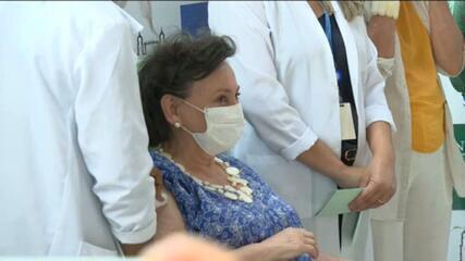 Margareth Dalcolmo é a segunda a receber a vacina de Oxford na Fiocruz