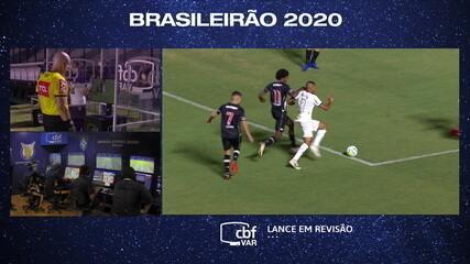 Sandro Meira Ricci analisa os dois lances de pênalti em Vasco X Atlético-MG