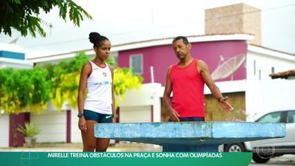 Mirelle treina obstáculos na praça e sonha com Olimpíadas