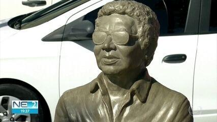 Estátua de Reginaldo Rossi passa a integrar Circuito da Poesia no Recife