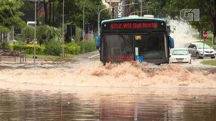 Chuva provoca alagamentos no DF