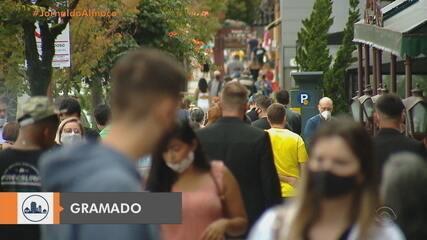 Idosos acima de 85 anos são vacinados contra Covid-19 em Gramado