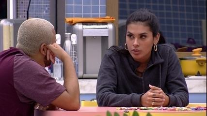 Projota e Pocah reclamam de sister no BBB21: 'Não protegeu a gente'