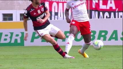 Comentaristas analisam a expulsão de Rodinei, do Internacional, contra o Flamengo