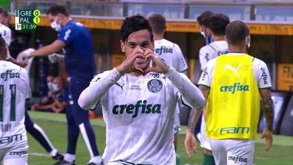 Após escanteio, Gustavo Gómez sobe sozinho na pequena área, testa firme e abre o placar