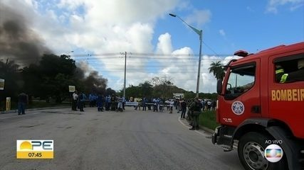 Protesto fecha entrada para o Porto de Suape
