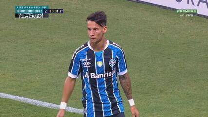 Gol do Grêmio! Pinares lança e Ferreira encobre o goleiro de cabeça, aos 19' do 1T