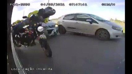 Vídeo mostra acidente entre carro e moto no DF