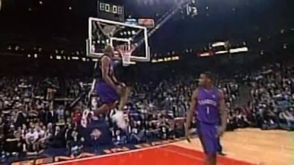 Vince Carter enterrando por baixo das pernas (2000)
