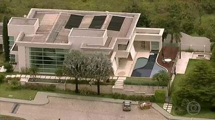 Documentos apontam contradição no pagamento da mansão de Flávio Bolsonaro
