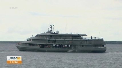 No AM, navio da Marinha auxilia na imunização de comunidades ribeirinhas