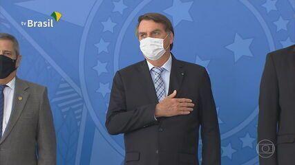 Bolsonaro sanciona leis que facilitam a compra de vacinas