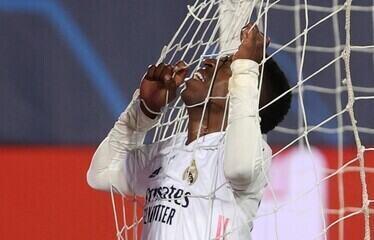 Vinicius Junior perde um caminhão de gols, mas ajuda muito na vitória do Real Madrid