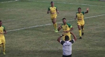 Gol do Picos! Raphael Freitas cobra pênalti e marca contra o Atlético-AC