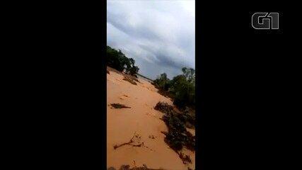 Lagoa transborda e provoca o alagamento de estrada rural em Godofredo Viana, no MA