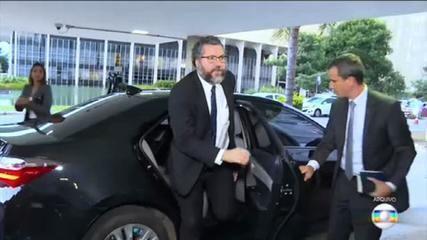 Ernesto Araújo é chamado de marginal depois de ataque a senadora Katia Abreu