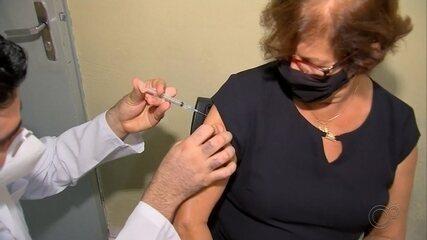 São Pedro do Turvo vacina idosos a partir dos 65 anos