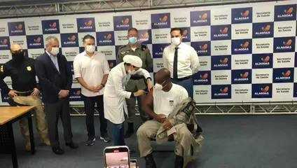 Alagoas começa a vacinar contra a Covid-19 policiais e bombeiros