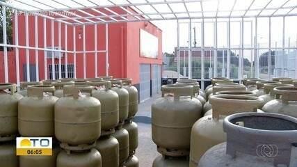 Por causa de preço alto no gás, pessoas trocam o botijão pelo fogão à lenha