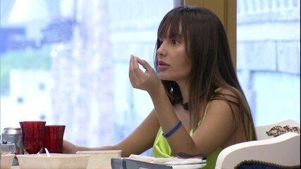 Thaís diz sobre sister do BBB21: 'Tudo parece que é competição'