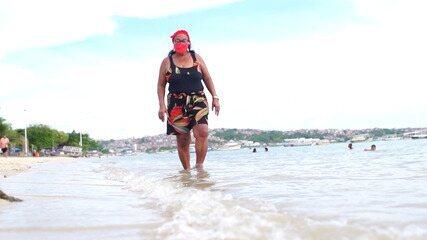 'Subúrbio Coração': conheça a história da marisqueira Alzira do Carmo