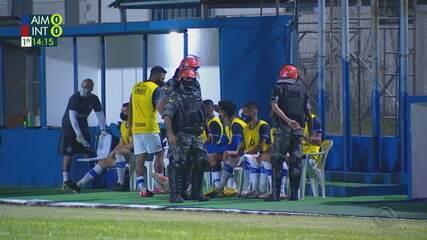 Jean Roberto fica bravo ao ser expulso e Polícia Militar entra no gramado